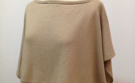 Coprispalle poncho corto in puro cashmere